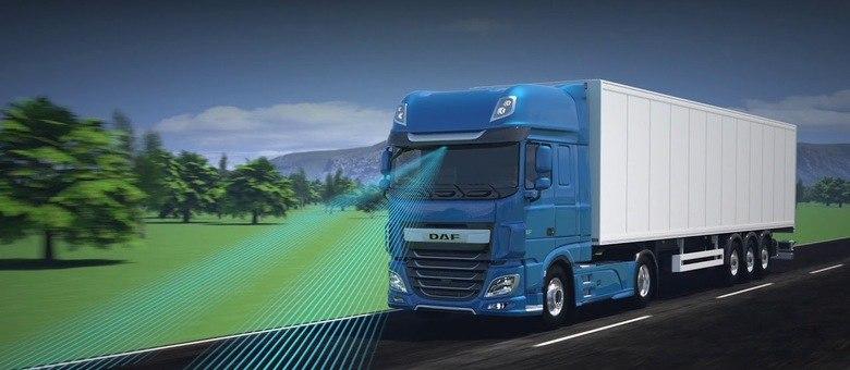 Controle de cruzeiro preditivo e adaptativo funcionam com ajuda de GPS