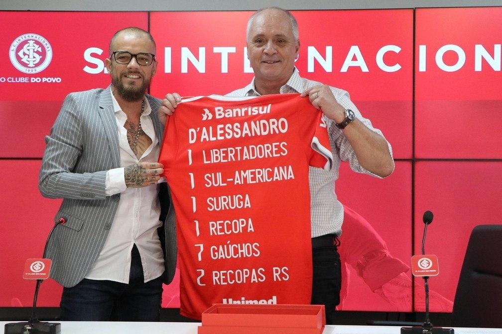 D'Alessandro sai do clube com muitos títulos. Mas triste, desrespeitado