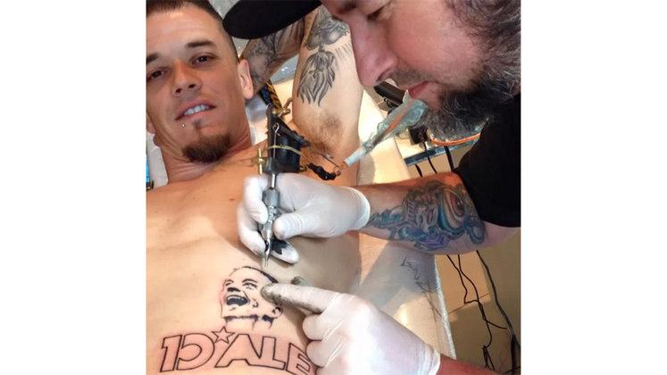 D'Alessandro tatuou o próprio apelido e rosto em sua barriga, como forma de homenagear sua passagem pelo Internacional