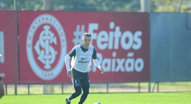D´Alessandro voltou a treinar com bola no sábado Crédito: Ricardo Duarte / Inter / Divulgação / CP