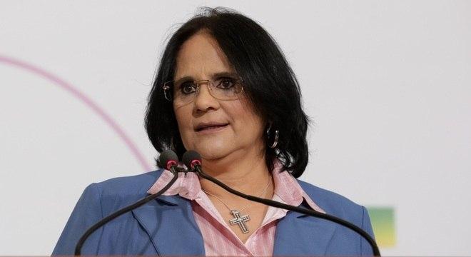 'Eu não sou feminista, sou feminina', diz Damares Alves
