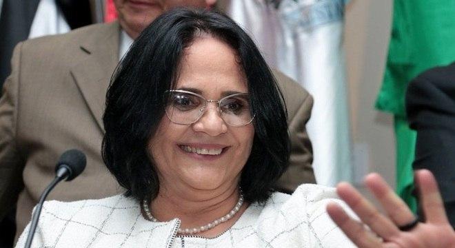 A ministra Damares Alves, que lança nova campanha nesta segunda-feira (3)