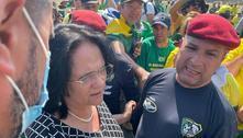 Na Esplanada, Damares pede calma e faz oração com manifestantes