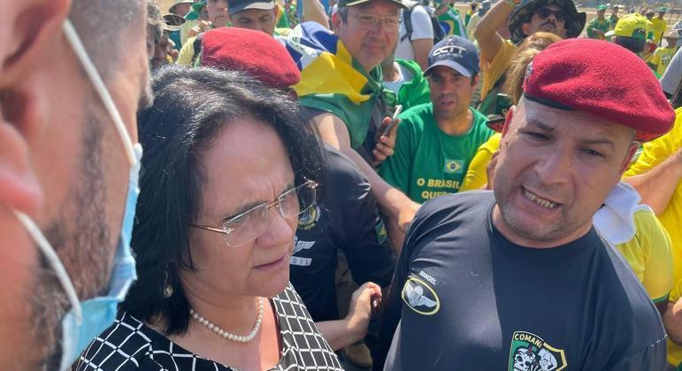 Ministra chegou à Esplanada dos Ministérios por volta das 10h desta quinta-feira (9)