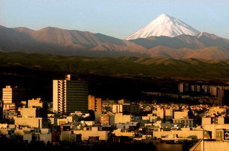 Montanha Damavand, próxima a Teerã
