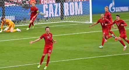 Damsgaard fez um golaço de falta