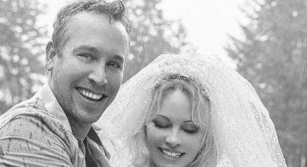 Pamela Anderson se casou com Dan Hayhurst