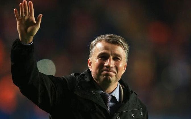 Dan Petrescu: um dos melhores laterais-direitos da década de 90, Petrescu também foi protagonista da histórica seleção romena de 1994. Ajudou o Steaua Bucareste a chegar na final da Liga dos Campeões em 1989 e foi peça importante para o Chelsea. Agora, é o treinador do Cluj, da Romênia.