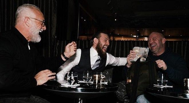 Se existe algo que Dana e Connor têm em comum é o amor ao dinheiro