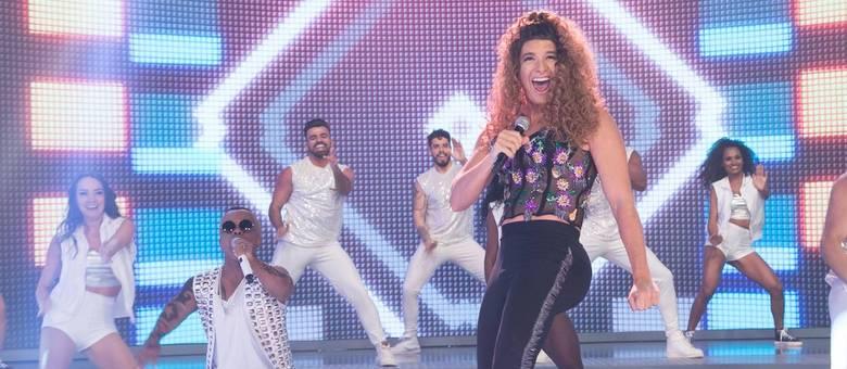 """Em dueto, Rodrigo faro vira Anitta e chama Marquinhos para ser Léo Santana e apresentar o hit """"Contatinho"""""""