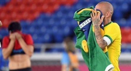 A emoção do capitão do Brasil com o ouro olímpico