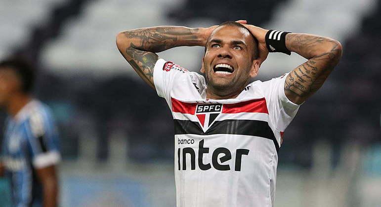 Daniel Alves: salário um terço maior do que o oferecido a Crespo e sua Comissão Técnica
