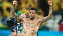 Daniel Alves precisa seguir jogando em 2021. No Brasil, só Atlético e Flamengo são opções reais