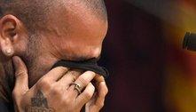 Daniel Alves, magoado. São Paulo foi atrás dele, não pagou salário e o lateral saiu como vilão