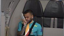 Daniel Alves se diverte. Enquanto o São Paulo afunda na crise