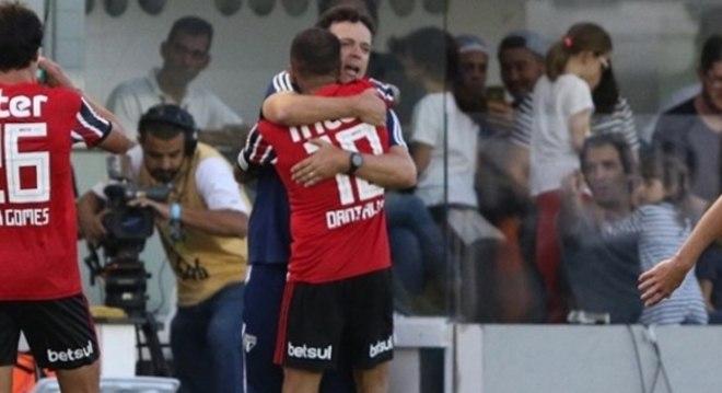 Daniel Alves exige a permanência de Diniz. O jogador o escolheu para o São Paulo