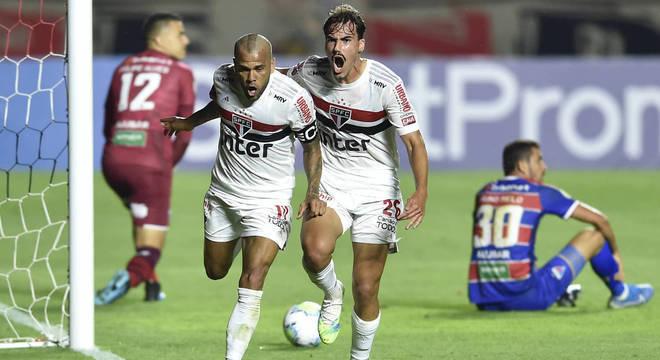 Daniel Alves marcou o único gol da partida