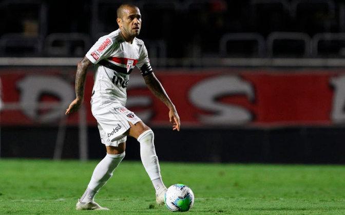 Daniel Alves - Clube: São Paulo - Seleção: Brasil - Posição: Lateral-direito - Idade: 38 anos - Valor segundo o Transfermarkt: 2 milhões de euros (aproximadamente R$ 12,09 milhões)
