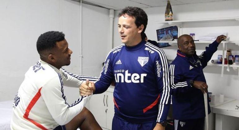 Daniel Alves e Fernando Diniz. A proteção do treinador ao veterano era assumida. Inadmissível