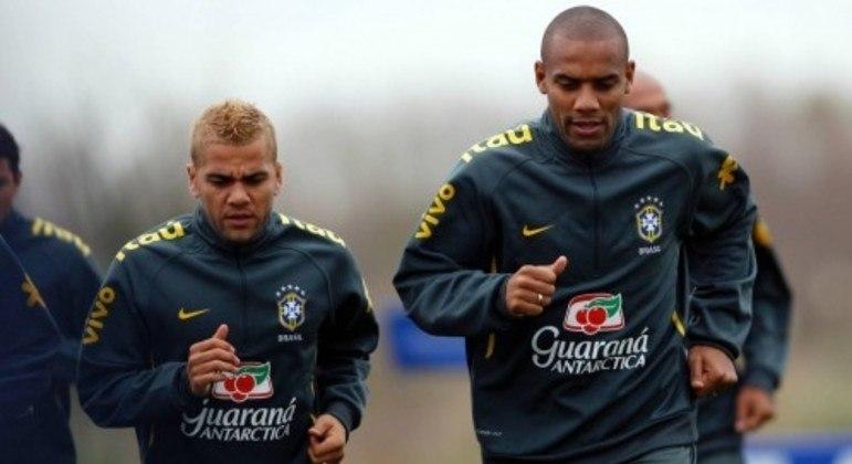 Daniel Alves foi reserva de Maicon na Copa do Mundo de 2010, na África do Sul