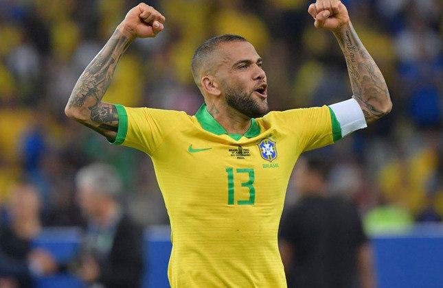 Daniel Alves - Maior campeão da história do futebol mundial, com 42 títulos, foi convocado para as Olímpiadas de Tóquio-2020 e vai disputar a final no sábado. Resta saber se ganhará a medalha de ouro ou de prata.