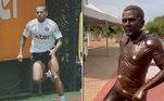 Daniel Alves foi homenageado pela prefeitura de Juazeiro, na Bahia, cidade onde nasceu. Uma estátua do são-paulino foi colocado em meio a uma praça. Ele ficou feliz e agradeceu no Instagram. Já os fãs zoaram muito