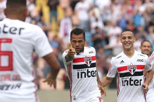 Daniel Alves - Oeste 0 X 4 São Paulo - Após grande jogada coletiva, Reinaldo cruzou para o camisa 10 chegar batendo a anotar o terceiro dele no Paulistão