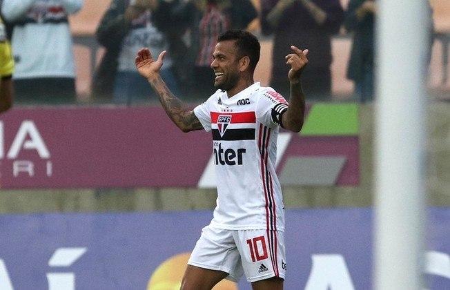 Daniel Alves - Oeste 0 X 4 São Paulo - Camisa 10 aproveitou assistência de Pato e marcou o terceiro do São Paulo na partida, o quarto dele no Paulistão.
