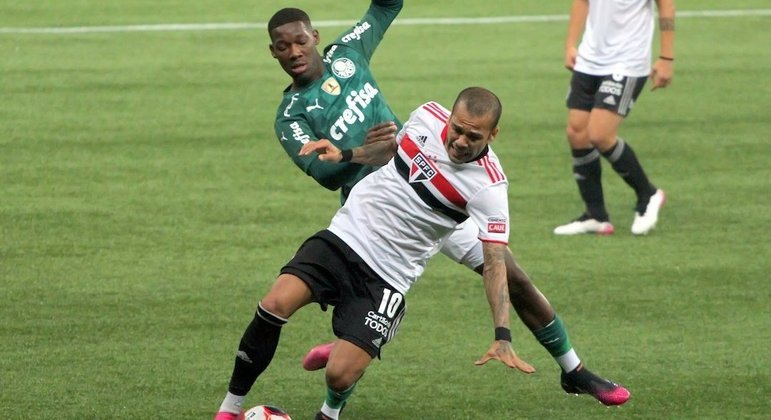 Daniel Alves deve ser a novidade do São Paulo para clássico com o Palmeiras na Libertadores