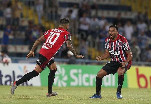 Dani Alves - Santo André 2 X 1 São Paulo - De falta, camisa 10 marcou o único gol do São Paulo na derrota no ABC. Segundo dele no campeonato