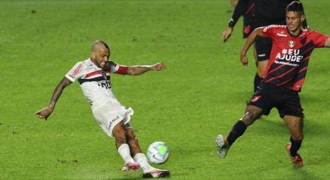 Daniel Alves enfrentou o Athletico-PR, na noite da última quarta-feira