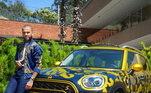 Daniel Alves resolveu colocar a venda um de seus carros para ajudar a ONG Gerando Falcões, que atua periferias e favelas com projetos focados em esporte e cultura. O modelo do Cooper foi feito exclusivamente para ele.'