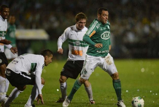 Daniel Carvalho: em janeiro de 2012, o Palmeiras anunciou a chegada do meio-campista Daniel Carvalho, que havia feito boas atuações por Inter, Atlético-MG e CSKA Moscou. No entanto, fora de forma desde que chegou, esteve presente no rebaixamento daquele ano para a Série B.