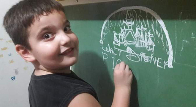 Dani encontrou no desenho uma forma de se expressar