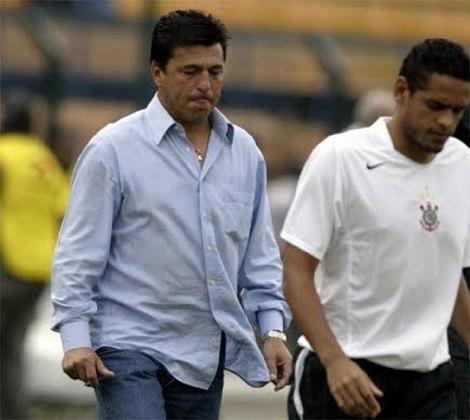 Daniel Passarella - Treinou o Corinthians entre março e maio de 2005 - 15 jogos