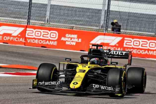 Daniel Ricciardo acelera no veloz circuito russo durante a classificação