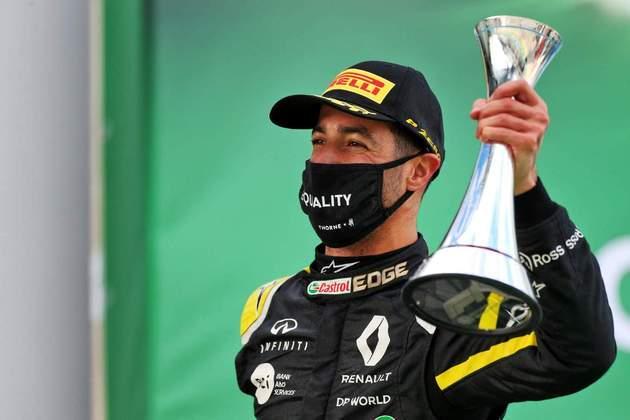 Daniel Ricciardo comemora o primeiro pódio da Renault desde retorno ao grid