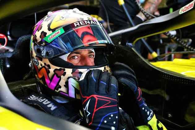 Daniel Ricciardo concentrado antes de acelerar no TL2 em Mugello