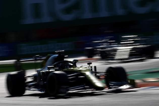 Daniel Ricciardo em ação no veloz circuito de Monza