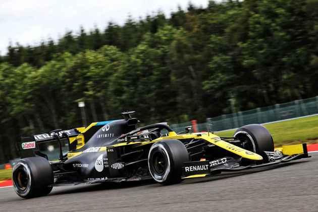 Daniel Ricciardo foi a grande surpresa da sexta-feira, ficando em segundo no TL2