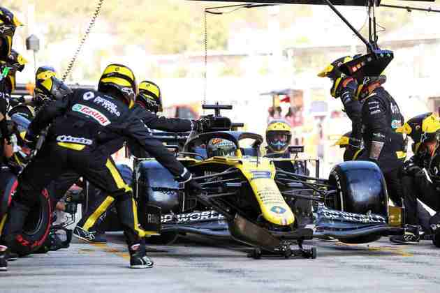 Daniel Ricciardo foi punido, mas ainda terminou o GP da Rússia em quinto
