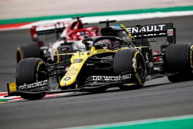 Daniel Ricciardo não foi bem, sofreu com a falta de aderência no circuito português e terminou apenas em nono