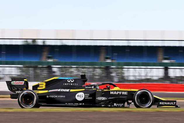 Daniel Ricciardo surpreendeu e terminou a sexta-feira em terceiro lugar