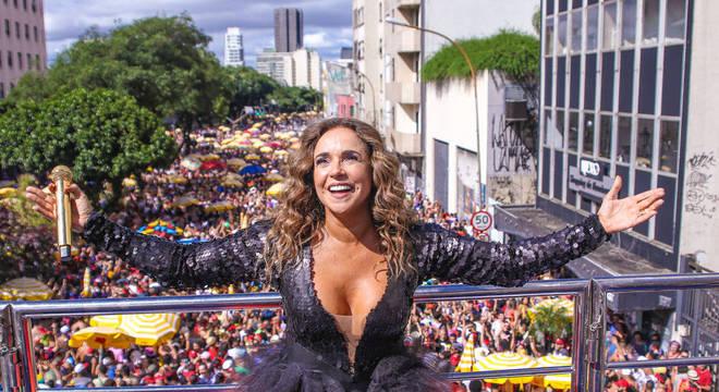Daniela Mercury comanda o bloco Pipoca da Rainha