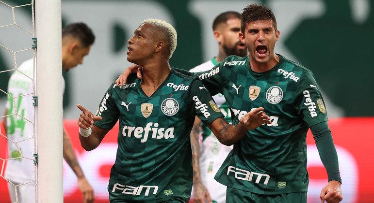 Danilo, em um salto acrobático, salvou o Palmeiras de vexame maior