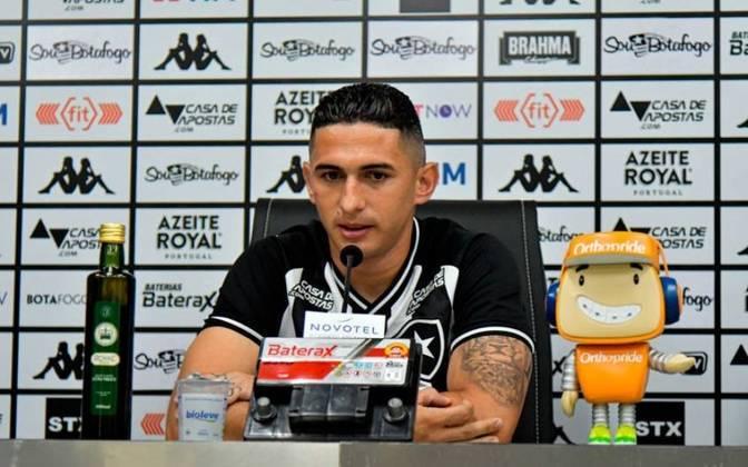 DANILO BARCELOS veio para ser a opção da lateral esquerda. Entretanto, após 12 jogos e um gol marcado, saiu do clube e se transferiu para o Fluminense.
