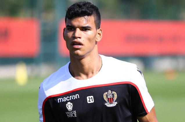 DANILO – Jogando no Nice, o volante ex-Vasco ainda não encontrou seu espaço no futebol francês e aparece como um bom nome para a lista.
