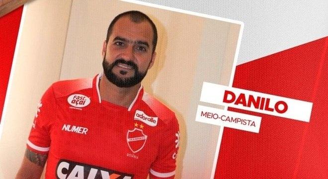 Danilo já posou com a camisa do Vila Nova-GO, rival do clube que o revelou