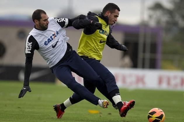 Danilo - Renato Augusto foi companheiro do ex-meia entre 2013 e 2015 no Corinthians. Hoje, Danilo é técnico do sub-23 do clube.