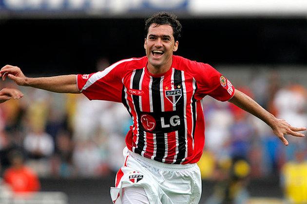 DANILO - Tornou-se ídolo do rival Corinthians, onde ganhou mais um Mundial, e aposentou-se em 2019 com a camisa do Vila Nova. Está com 41 anos.